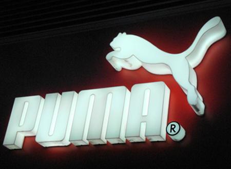 Logo Puma sur une façade de magasin, Jun 2011